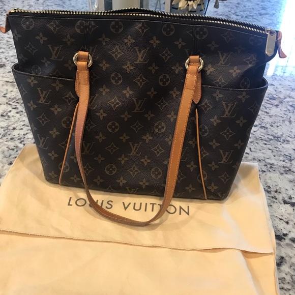 3744812abc2f Louis Vuitton Handbags - Authentic Louis Vuitton Totally MM